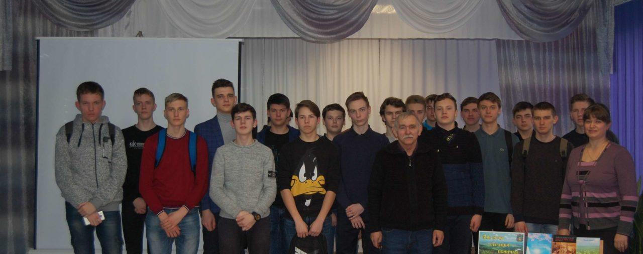 Невинномысские библиотекари презентовали новую книгу стихов Василия Лысанёва