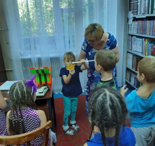 Сказочные встречи в детской библиотеке