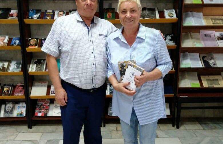 Писатель А. Крючков посетил невинномысскую библиотеку