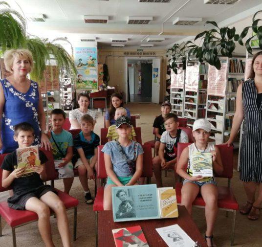 В библиотеках Невинномысска детей знакомят с книгами Александра Екимцева.