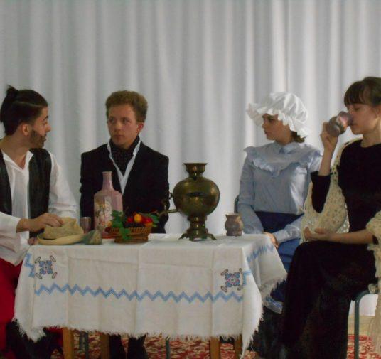 Международный день театра отметили в Центральной городской библиотеке.