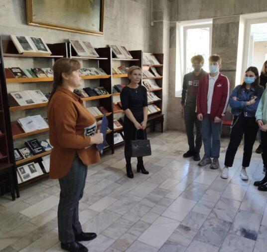 Цикл литературных встреч и экскурсий по библиотеке